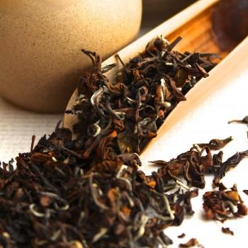 A scoop of Oriental Beauty Oolong Tea